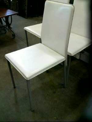 chaise skai blanc d 39 occasion. Black Bedroom Furniture Sets. Home Design Ideas