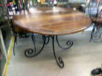 Table ronde bois fer forge d 39 occasion - La table ronde carcassonne ...